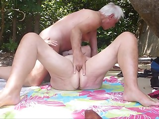 Mature beach fuck_720p