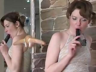 Emilia and Ninette pussyloving mom on video