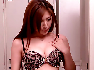 Mommy Plays With Her Snatch