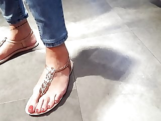 Close up filming, her perfect feets, sexy toes