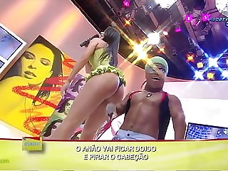 Mulher Pera dancando gostosa com anao Superpop RedeTV 2009