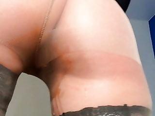 Veronika enjoy pissing in pantyhose