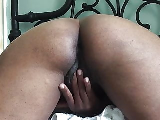 mature masturbating herwet pussy